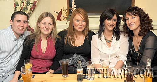 Photographed at the fundraising night in aid of the Niall Mellon Township Trust held at The Castle Inn, Fethard, were L to R: Andrew Kennedy, Tanya Tobin, Lisa Sandvos, Eimear Barry and Lynn Simmons.