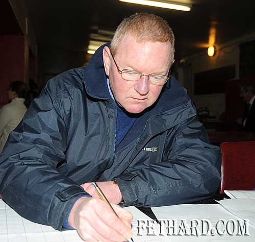 Scorekeeper at the quiz, Jonathan Gilpin, vice-president of Chapter X Irish League of Credit Unions.