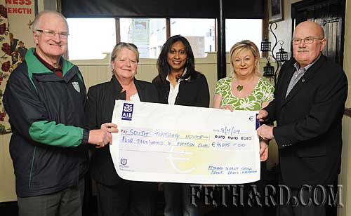 Members of Fethard Hospice Suppot Group presenting a cheque for €4,015.00 to South Tipperary Hospice, proceeds of their recent draw. L to R: Denis Burke, Kathleen Coen, Sinaida Jansen (South Tipperary Hospice), Irene Sharpe and Jim Bond (South Tipperary Hospice).