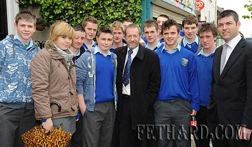 Former GAA President, Sean Kelly, photographed talking to pupils from Patrician Presentation Secondary School while campaigning in Fethard for the forthcoming European Election.