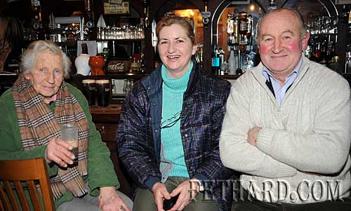 Photographed at Fethard & District Day Care Centre Table Quiz at Butler's Bar are L to R: Maureen Guirey, Helen Guirey and Brian Guirey.