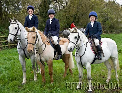 Photographed at the Opening Meet of the Tipperary Foxhounds in Fethard are L to R: Niamh Croke, Eimer Croke and Orlaith Croke.
