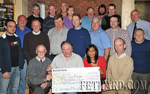 Members of Coolmoyne & Moyglass Vintage Club presentation a cheque for €1,520 to to Sinaida Jansen, South Tipperary Hospice. Back L to R: Joe Walsh, Pat Kennedy, Eddie Murphy, Carla Blake, Charles McCarthy, Lar Fanning, Ray Walsh. Middle L to R: Mossy Blake, Declan Walsh, Hugh O'Donnell, M.G. Ryan, John Slattery, Michael Trehy, Sean Dunne, Mick Fahey, Henry Smyth. Front L to R: Michael O'Neill, Pat O'Loughnan, Sinaida Jansen (South Tipperary Hospice) and Seamus Barry.