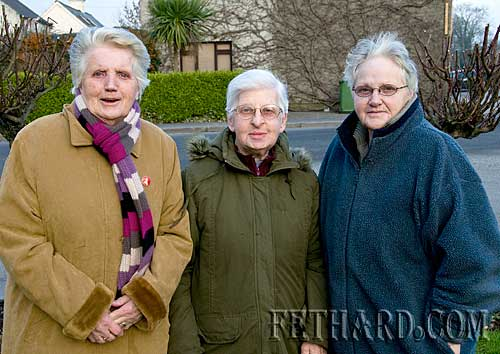 Enjoying the nice fine New Year's weather in Fethard are L to R: Sarah Mullins, Nellie Donovan and Margaret Smith.