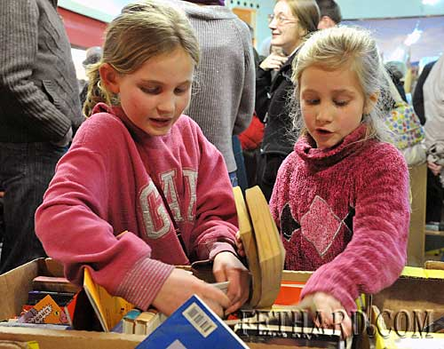 L to R: sisters Amy and Suzanna Lalor browsing the childrens books section at the Tipperariana Book Fair.