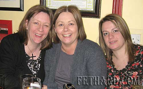 Photographed at the Jules 'Neil Diamond Tribute' gig at Butlers Bar were L to R: Hilary O'Meara, June Gough and Tracy Walsh