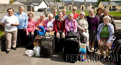 Fethard senior citizens photographed on their return from a week's holiday in Ballybunion, Co. Kerry. The annual holiday for senior citizens is organised by the Fethard branch of St. Vincent de Paul.