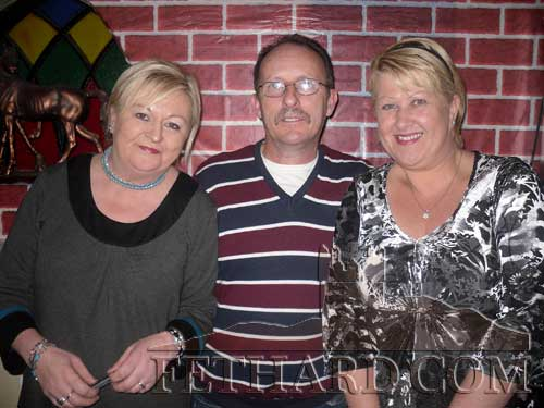 Photographed the Table Quiz at The Castle in aid of South Tipperary Hospice L to R: Irene Sharpe, Noel Sharpe and Joan Conlon (South Tipperary Hospice)