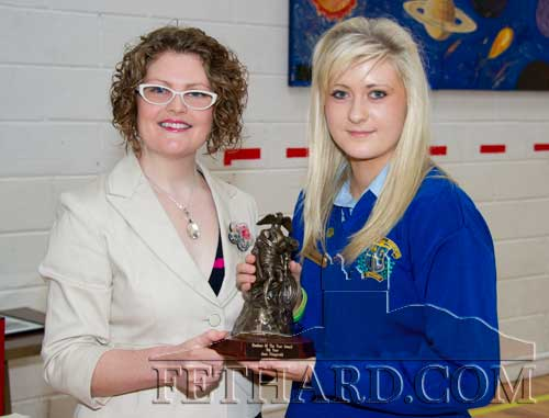 Dr. Leanne Burke presenting the 5th Year Student of The Year award to Jane Fitzgerald