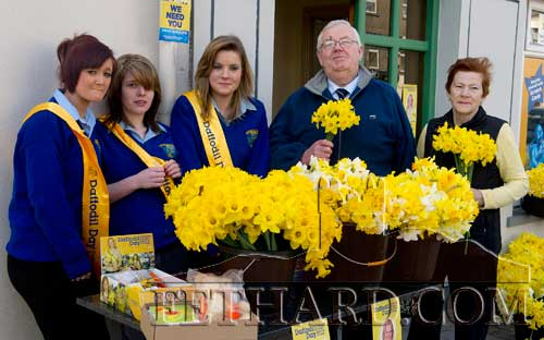 Pupils from Fethard Patrician Presentation Secondary School helping sell daffodils for Daffodil Day in aid of Irish Cancer Society in Fethard on Friday last. L to R: Nicole Looby, Lucy Butler, Molly O'Dwyer, customers Gus Fitzgerald and Patricia Maher.