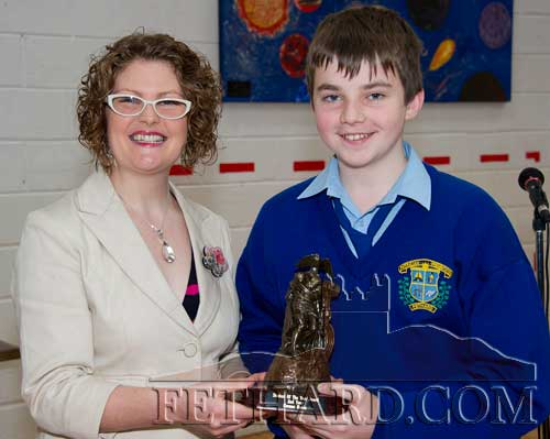 Dr. Leanne Burke presenting the 2nd Year Student of The Year award to Cormac Horan