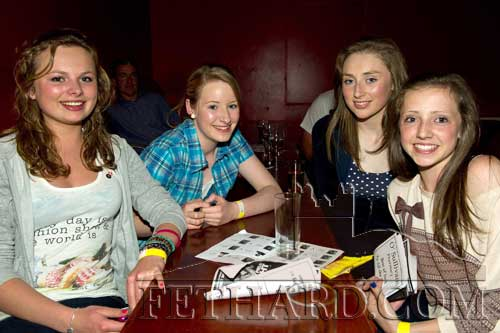 Ciara O'Donnell and Aine Phelan enjoying the boxing with friends at Fethard Ballroom
