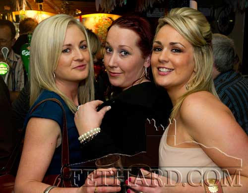 Enjoying New Year's Eve in the Castle Inn are L to R: Fiona Carroll, Amelia Stokes and Yvonne Lalor.