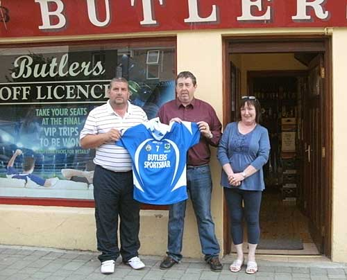 Philip Butler presenting Club Chairman Tom McCarthy with new jerseys