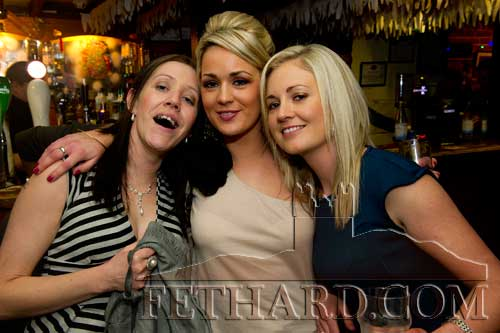 Enjoying New Year's Eve in the Castle Inn are L to R: Janice Carroll, Yvonne Lalor and Fiona Carroll.