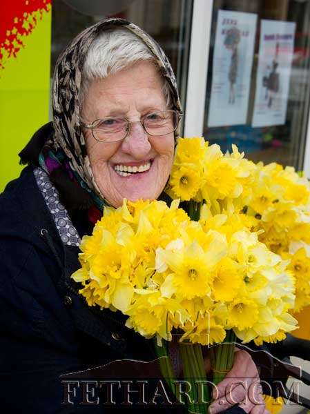 Eileen Gleeson getting her daffodils on 'Daffodil Day' in Fethard