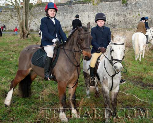 L to R: Fionula Gleeson and Megan Coen at the Tipperary Foxhounds meet in Fethard on January 2