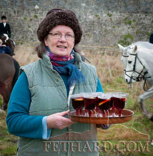 Jenny Butler handing out seasonal refreshments at the Tipperary Foxhound's meet in Fethard on January 2