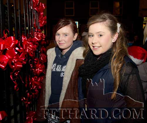 Looking at the 'Red Ribbons' at Fethard's Christmas Tree on The Square are L to R: Lesley Ann Prendergast and Tara Regan