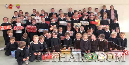 Pupils of Fethard Holy Trinity National School photographed with their 'shoeboxes' filled with toys in aid of the annual Christmas Shoebox Appeal – an Irish project that promises to get your 'Christmas Shoebox' into the hands of a needy child in Eastern Europe. Included in photograph is local organiser, Monica Pollard.