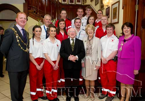 Members of Clonmel Red Cross photographed with President Michael D. Higgins and his wife Sabina, and Mayor of Clonmel, Cllr Darren Ryan, and Lady Mayoress, Yvonne Hannigan Ryan.