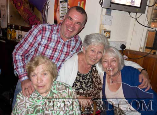 Davy Byrne photographed with Phyllis O'Connell, Patricia Byrne and Lucy O'Mahony