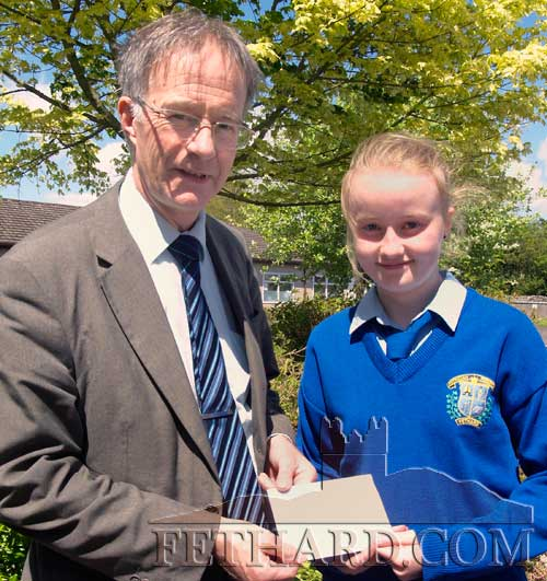 Kate Davey being presented with her cash prize by Mr Earnon Britton, Principal Patrician Presentation Secondary School, Fethard. Kate was joint winner in an art competition held recently. The purpose of the competition was to design a Logo for a new and innovative project, '5 Steps to Living Well with Dementia', in South Tipperary. The joint winners were Kate and Laoise Kelly, St Annes Secondary School, Tipperary Town. The final Logo is a combination of their two artworks. Congratulations to both girls and wishing them every success in the future
