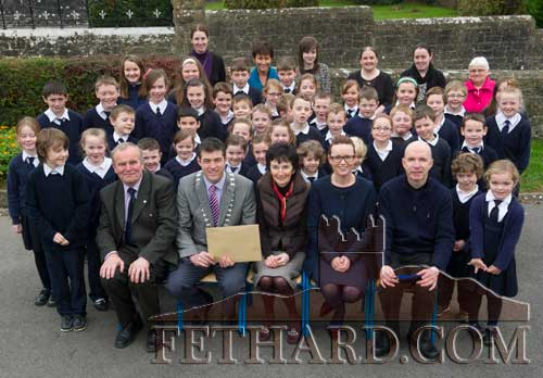 Pupils and staff from Killusty National School receiving their Tidy School Award, from Cllr Jimmy O Brien, Cathaoirleach South Tipperary County Council, for best tidy school in the Fethard Electoral Area. Also included are Cllr John Fahey, Mrs Frances Harrington, Principal; Sharon Scully, Environmental Dept., South Tipperary County Council; and Fr. Anthony McSweeney c.c.