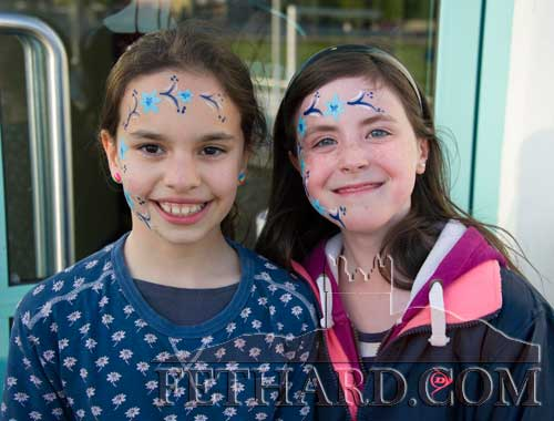 Photographed at the Fethard Playground 'Night at The Dogs' fundraiser at Clonmel Track are L to R: Haley Ryan and Laura Harrington