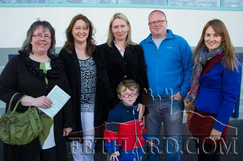 Photographed at the Fethard Playground 'Night at The Dogs' fundraiser att Clonmel Track are L to R: Edwina Newport, Carmel Butler, Dee Brady, Jimmy Smyth, Niamh Hayes and in front is Zach Smyth.
