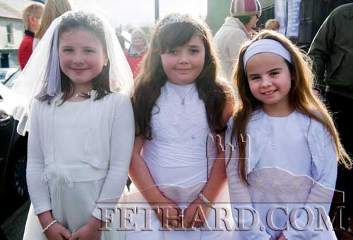 Taking part in the May Procession in Fethard were L to R: Gillian Burke, Rose O'Donnell and Abbie Tillyer