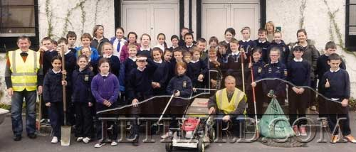 Pupils from Holy Trinity National School who worked with members of Fethard Tidy Towns during the 'Spring Clean-Up' around the town.