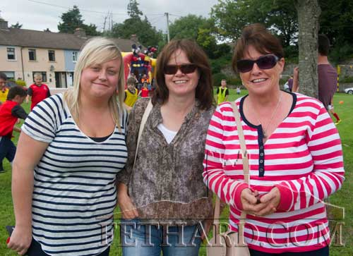 Photographed at the unveiling of a plaque in Clogheen to honour Con and George Moulson, Republic of Ireland Soccer Internationals (1939-1948) are neighbours L to R: Aoife Heaney, Honora O'Connell and Bernadette Crosse.