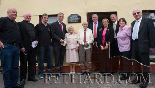 L to R: Thomas Quirke, Fr. Bernard Frawley, Ger Flynn Chairman Clogheen Community Council, John Delaney, CEO FAI, who unveiled the plaque, Madge and Jimmy Hurley, Deputy Tom Hayes, TD, Minister of State,special guests Janet and John Moulson (son of George Moulson), Cllr Marie Murphy and Deputy Mattie McGrath.