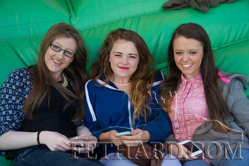 Photographed at the 'Music Extravaganza' are L to R: Rachel Browne, Leeanne O'Connell and Hayley Carroll