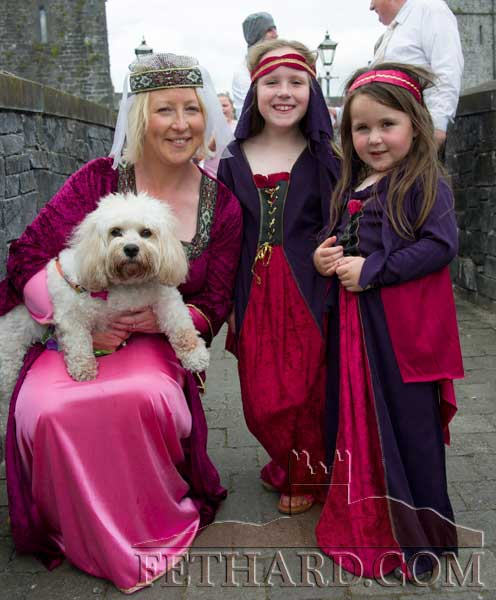 Lorraine Callum with her children Aoibheann and Meadbh at the Fethard Festival