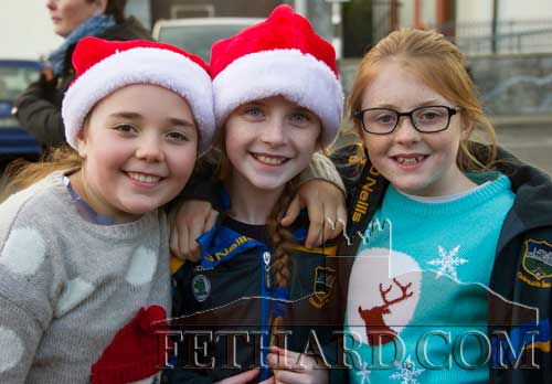 Waiting for Santa to arrive in Fethard are L to R: Rose O'Donnell, Hannah Connorton and Éabha Ryan.