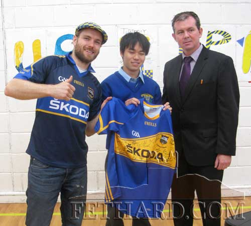 Japanese Success in Patrician/Presentation, Fethard. 5th Year pupil, Meunemitzu Ishibashi, from Japan pictured here with Johnny B (left) and the School Principal, Mr MIchael O'Sullivan (right) after winning a Tipperary Jersey, signed by members of the Tipperary Senior Hurling Team. All the pupils were entered in the draw and the jersey was very kindly presented to the school by Mr Ian O'Connor of Tipp FM. Thanks to Ian for organising the event and to Johnny B who performed his latest Tipperary song for the pupils.