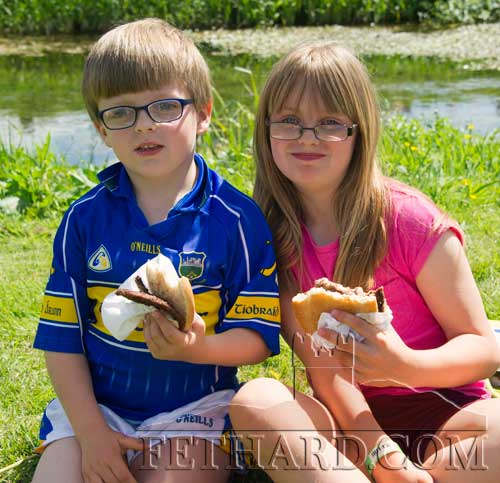 Oisín and Caoimhe Murphy enjoying a burger at the Fethard Festival Community Fun Day