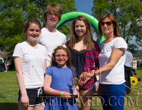 Ann Moloney (right) presenting the Clonmel Swimming Club team with their prize after winning the 'Fittest Family' challenge L to R: Abi Maher, MIchael Kelly, Niamh O'Sullivan, Ann Moloney and Isabelle Maher (front).