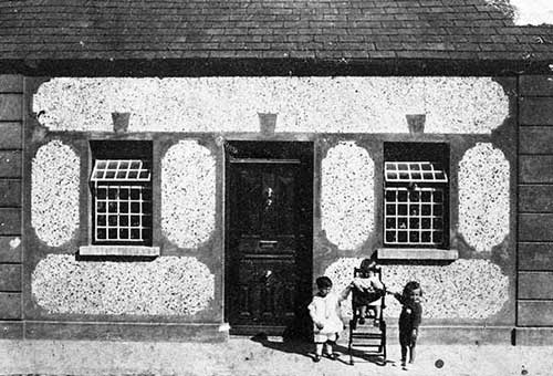 Kerry Street house, later to become Jimmy Hanrahan's shop, following his death the shop was taken over by Eileen Looby and now a residential house owned by Pat Looby. If anyone knows who the children might be please contact us at info@fethard.com