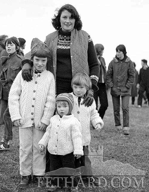 The late Chris O'Dwyer and children at NACA sports meeting held in Fethard c.1980