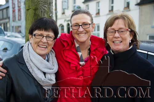 Watching the 'Santa Run' in Fethard last Sunday were L to R: Martha Sheehan, Ailish Cooney and Liz Kennedy