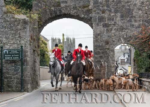 Tipperary Foxhounds leaving Fethard by the North Gate at their opening meet held on Bank Holiday Monday, October 31.