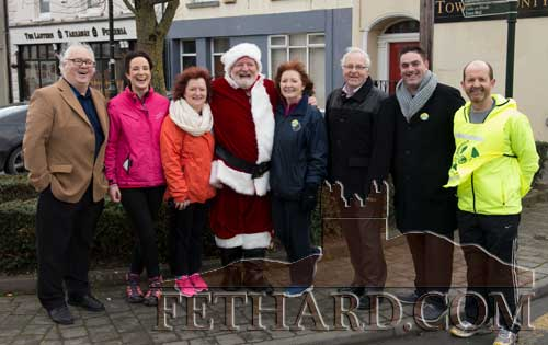Santa making a guest appearance at the Goal Mile in Fethard. L to R: Miceál McCormack, Lisa Hanrahan, Rose Dougliss, Santa, Mary Hanrahan, Waltie Moloney, Ian O'Connor and Colm McGrath.