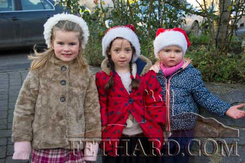 Waiting for Santa to arrive in Fethard are L to R: Niamh O'Rahilly, Aoileann Morrisson and Mary Rose Guiry.