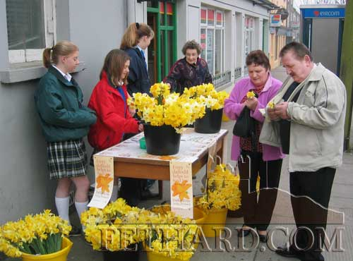 Daffodil Day in Fethard on March 21, 2003 – Tracy Coady, Sarah Kennedy and Mary Gorey, transition year pupils from Fethard Presentation Patrician Secondary School, selling daffodils outside Fethard Post Office on Daffodil Day
