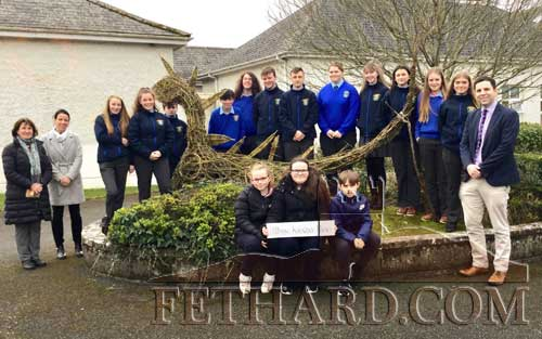 Patrician Presentation Second Year Art students with their new willow Dragon/Dinosaur sculpture. Also included are School Principal, Mr Pat Coffey, Deputy Principal, Ms Mary Anne Fogarty, Principal Fethard Holy Trinity N.S., Ms Tríona Morrisson, and her three prize winning pupils who had the honour of naming the willow sculpture, 'Miss Kiesha Rex'.