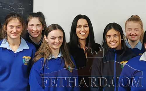 Dr Mia Treacy (centre), past pupil of Patrician Presentation Fethard pictured with a group of our Sixth Year students.